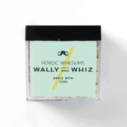 Wally w. Apple – Yozu