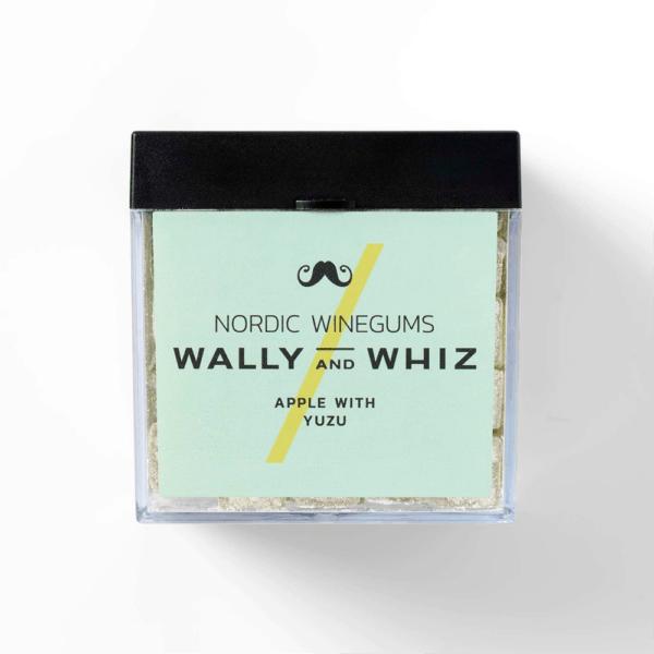 Wally w. Apple – Yozu